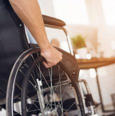 Wypożyczenie wózka inwalidzkiego – ile to kosztuje i gdzie się zgłosić?